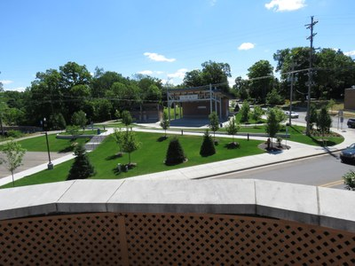 Rooftop Garden patio Overlooking Thornapple Plaza